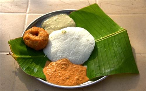 Thatte Idli at the New Modern Hotel