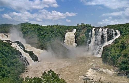 amazing view of the Gaganachikki Falls