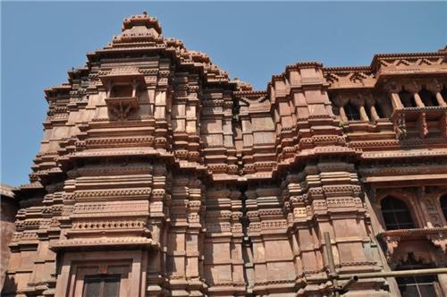 How to Reach Govind Dev Temple in Vrindavan