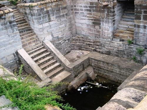 Temple tank at Tirupattur Sri Brahmapureeswarar Temple