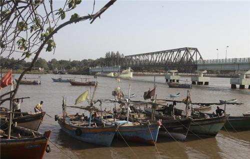 Bridge connecting Mati Daman and Nani Daman