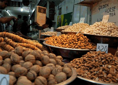Dry fruit market in Delhi