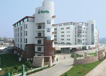 Outside view of the Fortis Hospital ay Shalimar Bagh