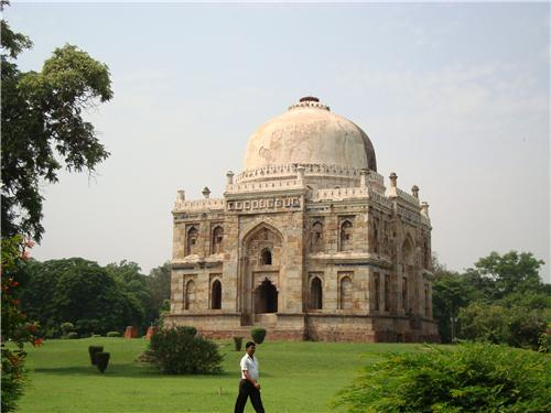 Shhesh Gumbad inside Lodhi Garden