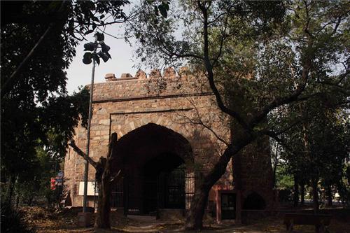 Khuni Darwaja on Bahdur Zafar Marg