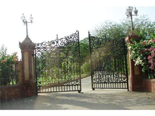 How to reach Raj Niwas Palace Resort in Dholpur