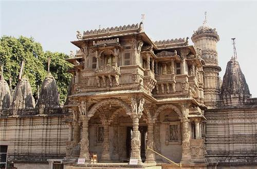 Beautiful Hatheesingh Jain Temple in Ahmedabad