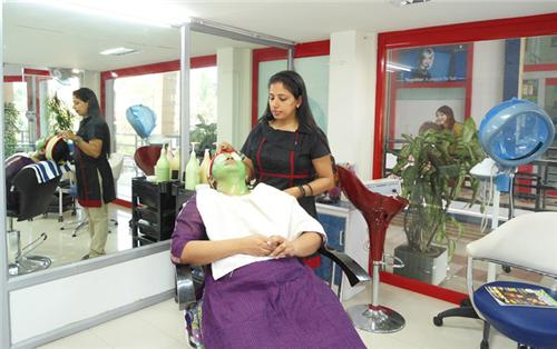 Beauty Parlours in Gwalior