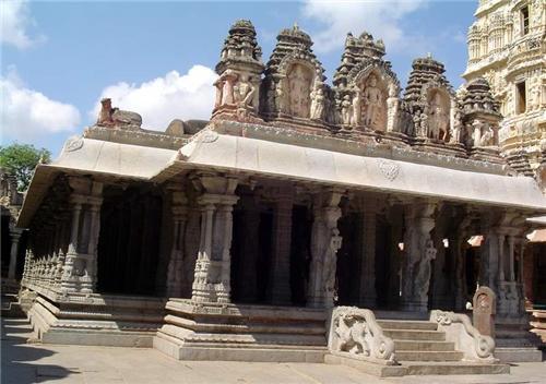 PIllars, Virupaksha Temple