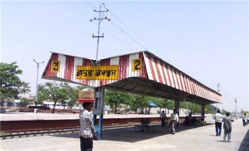 Distance between Hapur and Ghaziabad