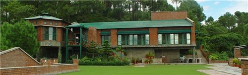 Serene Location of Baikunth Resort in Kasauli
