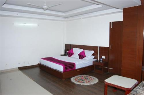 Dreamland Hotel Accommodation available in Kasauli