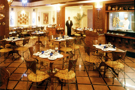Dining facilities in the arena of Radisson Hotel Jalandhar