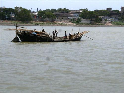 Bpat acroos River Jalangi