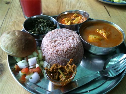 Thali served in a restaurant in Kullu