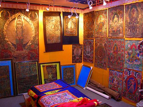 Shopping of Nepalese Thangka