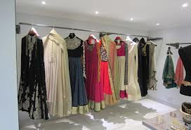 Boutiques in Loni