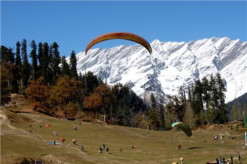 Paragliding in the mesmerizing ambiance of Solang valley in Manali