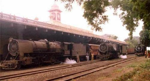 Train Stopping  at Morvi Railway Station