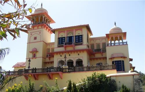Wonderful Architecture of Jaipur House Heritage Hotel in Mount Abu