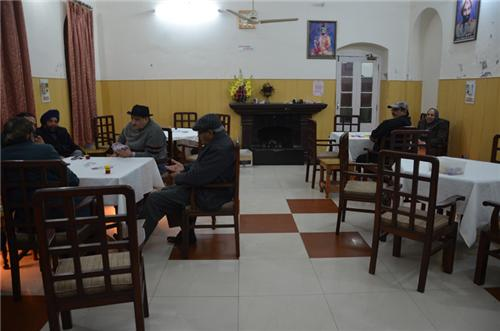 Card Room in Rajindra Gymkhana (Source:https://gymkhanaclubpatiala.com/images/82201313850cardroom.jpg)
