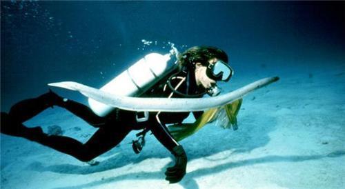 Solo woman undersea
