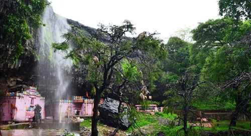 Temples in Pratapgarh