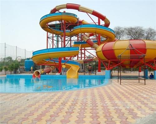Beautiful and Thrilling rides at Krishna Water Park in Rajkot