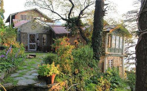 Significant Looks of Sanjiv's Aira Holme Retreat in Shimla