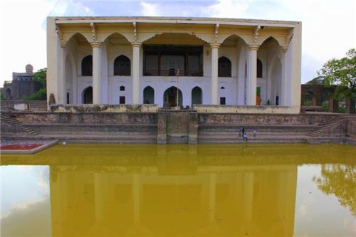 Famous tourist locations in Solapur