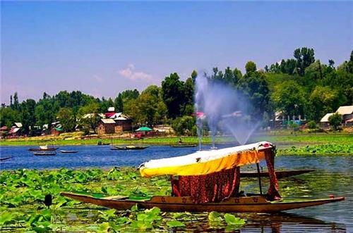 Wullar Lake in Srinagar