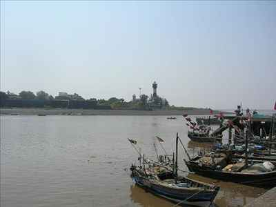 Daman Ganga River Banks