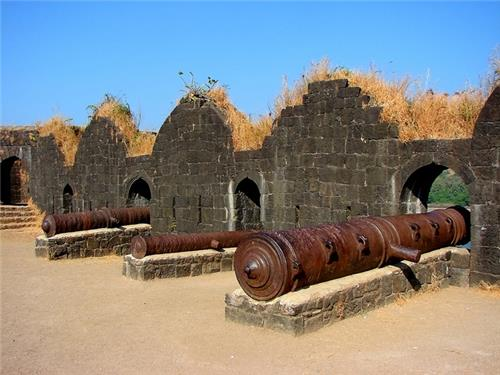 The Largest Canon of Bijapur Fort-Credit Flickr