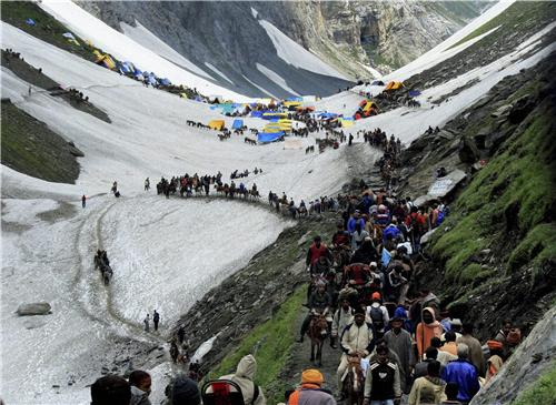 People proceeding on Amarnath Yatra