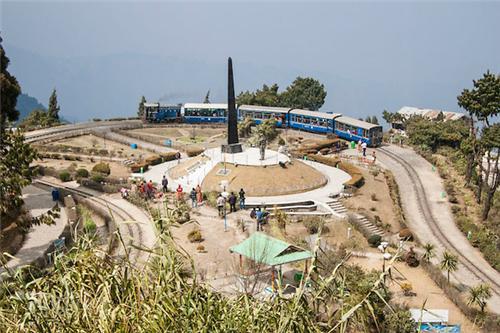 Batasia Loop With War Memorial