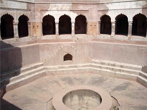 Ali Gosh Khan Bauli in Gurugram