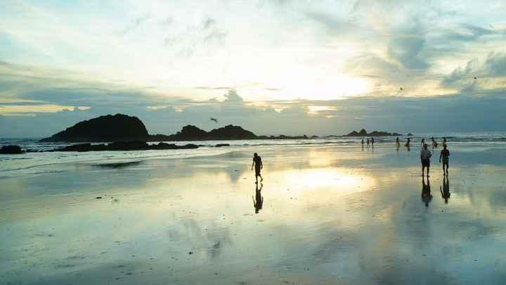 केरल में मुजप्पिलांग समुद्र तट