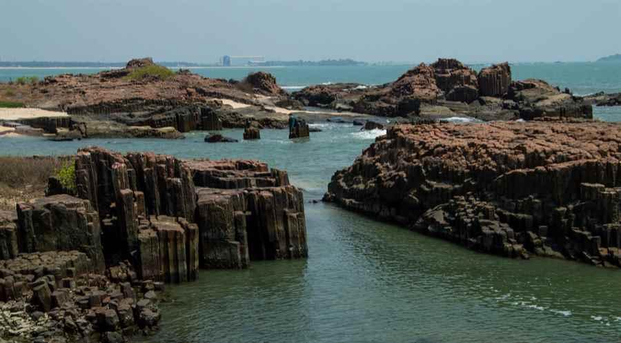 कर्नाटक में सेंट मैरी द्वीप समुद्र तट
