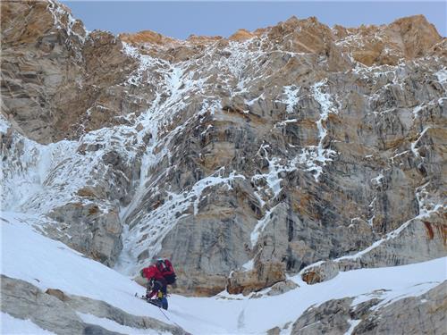 Mountain climbing in Kamet