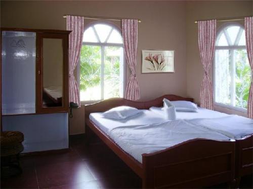 Hotels near Karala River