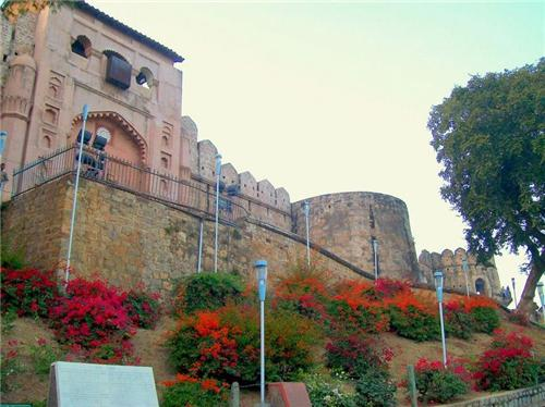 places to visit in Jhansi