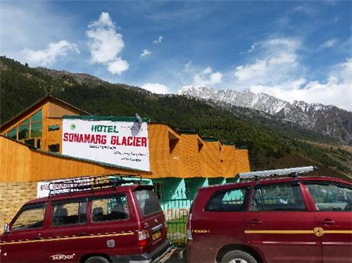 Beautifully installed Hotel Sonmarg Glacier in Sonamarg