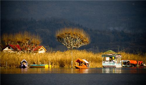 Dal Lake Placed in the city of Srinagar in Jammu Kashmir
