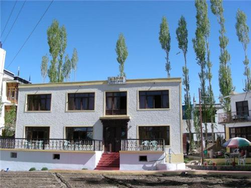 Famous Guest Houses in Jammu Kashmir