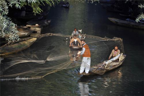 Fishermen at Work in Wulnar Lake