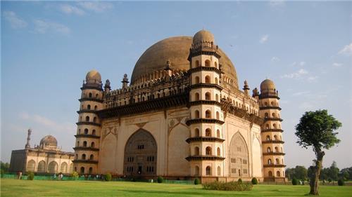 Best Historical Sites in Karnataka