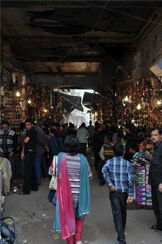 Food Stalls in Aminabad Lucknow