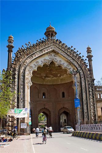 Rumi Darwaza Lucknow History