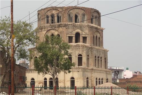 Naukhanda Satkhanda in Lucknow