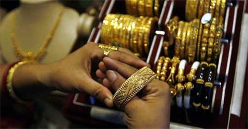 Buyer trying gold bangale at Zaveri bazaar shop.